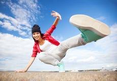 Mooi dansend meisje in beweging Stock Foto's