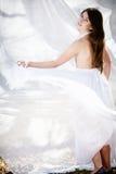 Mooi dansend meisje in wit Stock Fotografie