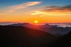 Mooi de herfstlandschap in de bergen royalty-vrije stock afbeelding