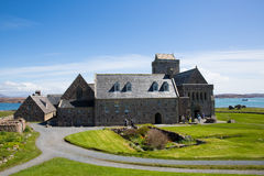 Mooi de lenteweer van Iona Abbey Scotland het UK bij dit historische oriëntatiepunt op het Schotse eiland Royalty-vrije Stock Fotografie