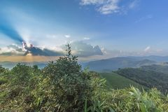 Mooi de meningspunt van de zonneschijnzonsondergang in Nern Chang Suek Viewpoin Stock Foto