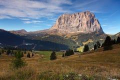Mooi de zomerlandschap in de bergen. Zonsopgang - de alp van Italië Royalty-vrije Stock Foto's