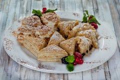 Mooi dessert op witte plaat Stock Foto