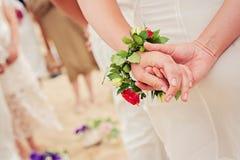 Mooi dicht omhooggaand beeld van de armband van de bruidbloem stock fotografie