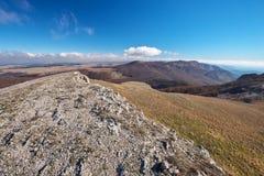 Mooi die berglandschap, in de herfst wordt gefotografeerd royalty-vrije stock afbeeldingen
