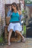 Mooi Donkerbruin Modelposing outdoors with de Recentste Manieren royalty-vrije stock foto