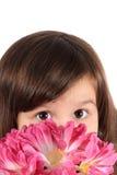 Mooi drie éénjarigenmeisje met bloemen Royalty-vrije Stock Foto's