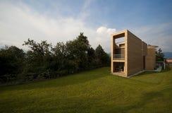 Mooi ecologic huis stock afbeeldingen