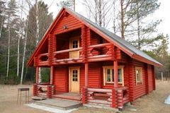 Mooi eenzaam huis in midd stock foto