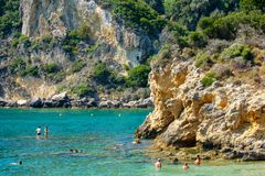 Mooi Eiland Korfu, Paleokastritsa-baai met charmante en prachtige panorama's Kerkyra stock afbeeldingen