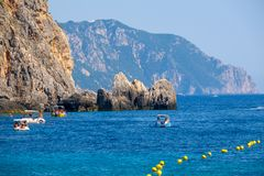 Mooi Eiland Korfu, Paleokastritsa-baai met charmante en prachtige panorama's Kerkyra royalty-vrije stock foto