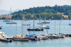 Mooi eiland van Korfu en haven Kerkyra royalty-vrije stock afbeeldingen