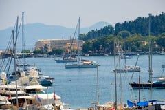 Mooi eiland van Korfu en haven Kerkyra royalty-vrije stock foto
