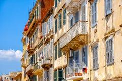 Mooi eiland van Korfu en oude huizen in de charmante kleine straten Kerkyra stock afbeeldingen