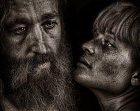 Mooi Emotioneel Beeld van twee Minnaars op Zwarte stock fotografie