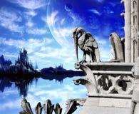 Mooi fantasielandschap met oud steenstandbeeld van pelikaan Stock Foto's