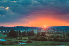 Mooi Forest On Sunrise Dramatische Hemel met Stock Foto