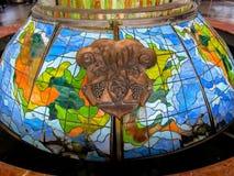 Mooi gebrandschilderd glas - het fonteindecor bij het station van Uzhgorod Stock Foto's