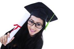 Mooi gediplomeerd geïsoleerd holdingscertificaat - royalty-vrije stock fotografie