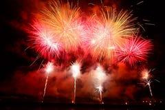 Mooi gekleurd vuurwerk in Zagreb, Kroatië, bij nacht Stock Afbeeldingen