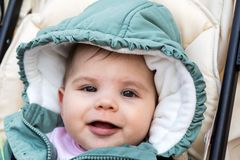 Mooi gelukkig babymeisje de winter Stock Foto