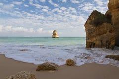 Mooi gezicht op verborgen geheim deel van het strand van Camilo stock foto's