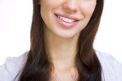 Mooi glimlachend meisje met pal voor tanden royalty-vrije stock foto's