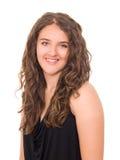Mooi glimlachend tienermeisje met lang gekruld haar Stock Foto