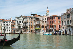 Mooi Grand Canal in Venetië, Italië Het is één van de beroemdste toeristische bestemmingen in de wereld Gevierde historische buil Stock Foto