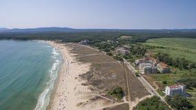 Mooi Groot Strand op de Zwarte Zee van hierboven Stock Afbeeldingen