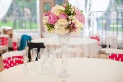Mooi helder boeket van bloemen op het huwelijk Royalty-vrije Stock Foto