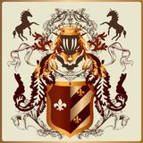 Mooi heraldisch ontwerp met pantser, linten en koninklijke elementen Stock Foto
