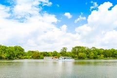 Mooi Herastrau-Park van Boekarest, Roemeni? in een de lentedag royalty-vrije stock foto