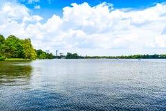 Mooi Herastrau-Park van Boekarest, Roemeni? in een de lentedag stock afbeeldingen