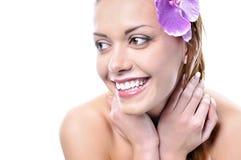 Mooi het glimlachen meisjesgezicht met gezonde huid Royalty-vrije Stock Foto's