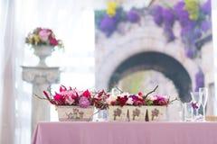 Mooi het huwelijksdecor van bloemenboeketten Stock Afbeelding