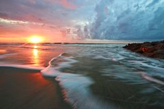 Mooi het Strand van de Zuid- zonsopgangdwaasheid Carolina royalty-vrije stock afbeelding