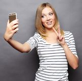 Mooi hipstermeisje die selfie nemen Royalty-vrije Stock Afbeeldingen