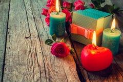 Mooi huidig concept - voor Valentijnskaartendag, moedersdag, verjaardagskaart Stock Foto