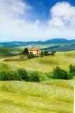 Mooi huis in het landschap van Toscanië, Italië Royalty-vrije Stock Afbeeldingen