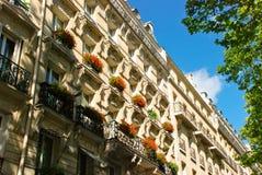 Mooi huis in Parijs Stock Afbeeldingen