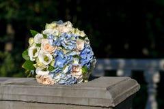 Mooi huwelijksboeket van de bruid Royalty-vrije Stock Afbeeldingen
