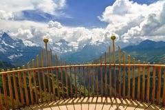 Mooi idyllisch bergenlandschap met buitenhuis (chalet) in de zomer royalty-vrije stock foto's