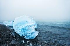 Mooi ijs op de kust van de Atlantische Oceaan Stock Foto's
