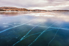 Mooi ijs op het meer bij zonsondergang Royalty-vrije Stock Foto