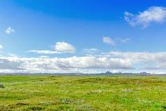 Mooi Ijslands landschap met bergen, hemel en wolken Royalty-vrije Stock Foto