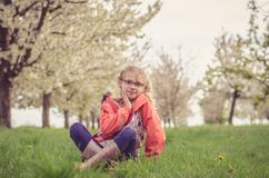 Mooi jong geitje in de lenteaard Royalty-vrije Stock Foto