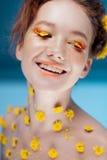 Mooi jong meisje in het beeld van flora, close-upportret royalty-vrije stock foto's