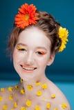 Mooi jong meisje in het beeld van flora, close-upportret royalty-vrije stock foto