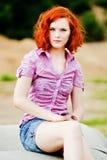 Mooi jong meisje met rood haar Stock Fotografie